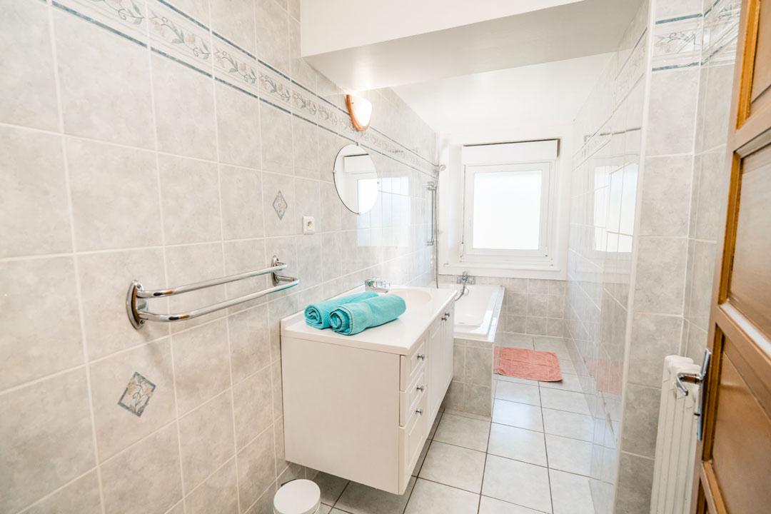 Gite les cyclistes, salle de bain wc séparés - Gites les gentianes