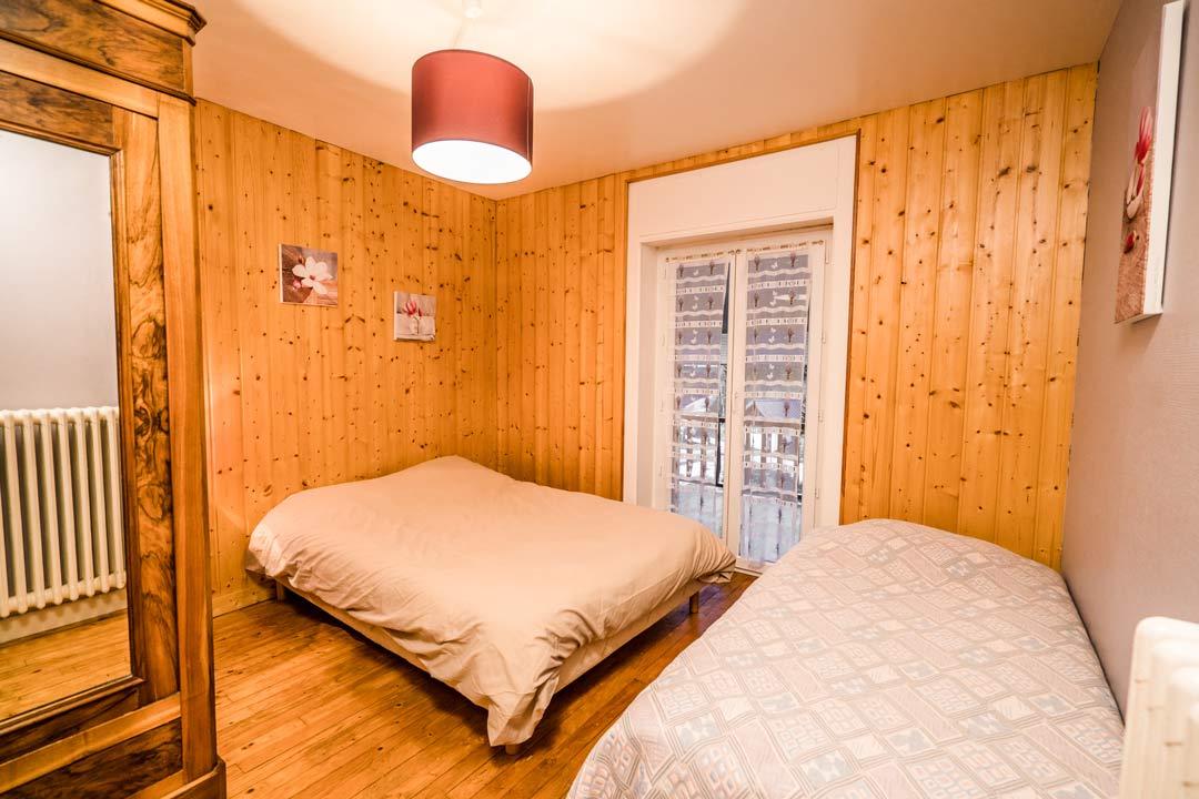 Gite le dahut, chambre 3 couchages - Gites les gentianes à Morbier