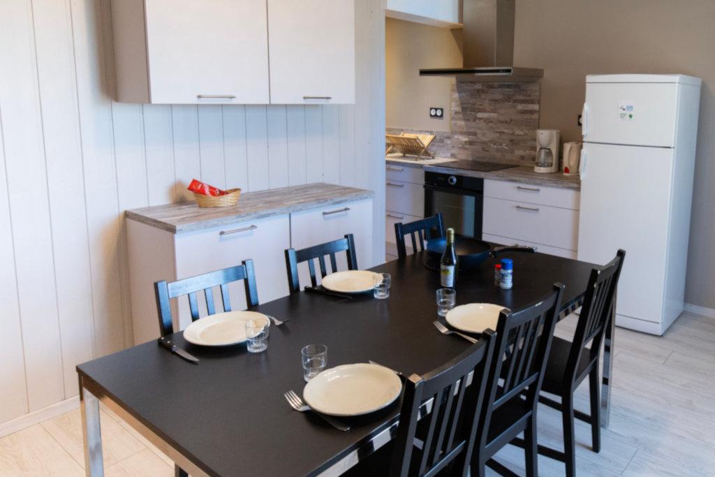 Gite chez nana, cuisine toute équipée, lave vaisselle, four et salon avec TV et Wi-Fi - Gites les gentianes à Morbier